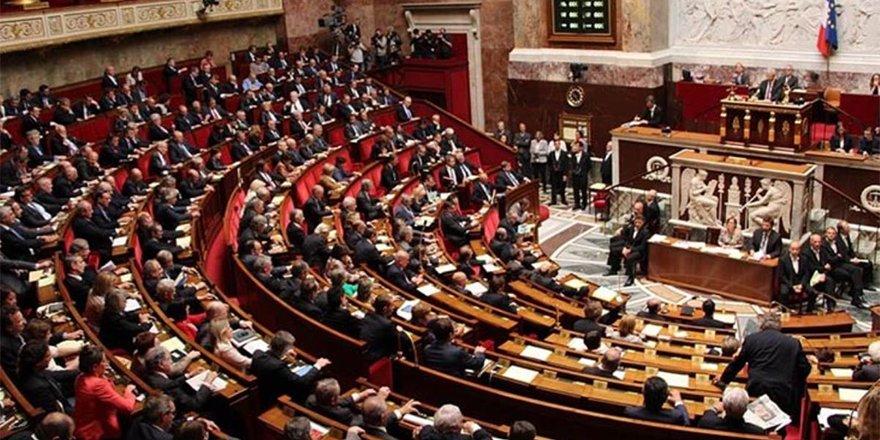 Fransa tartışmalı İslam yasası için daha katı hükümler kabul etti
