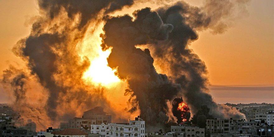 İsrail uçakları yoğun şekilde Gazze'yi bombalamaya devam ediyor