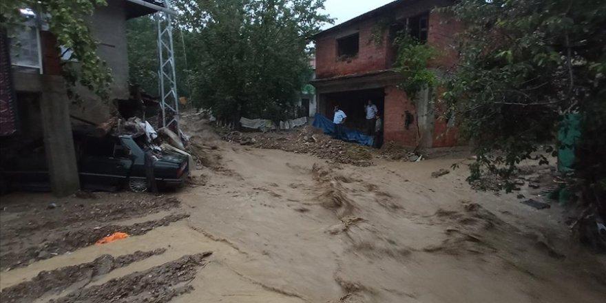 Kütahya'da sağanak yağmur, tarım arazilere zarar verdi