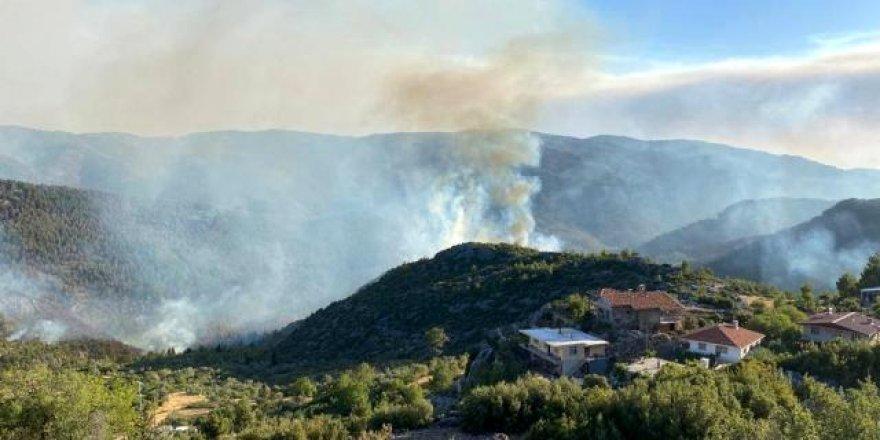 Akseki'deki orman yangınına havadan ve karadan müdahale