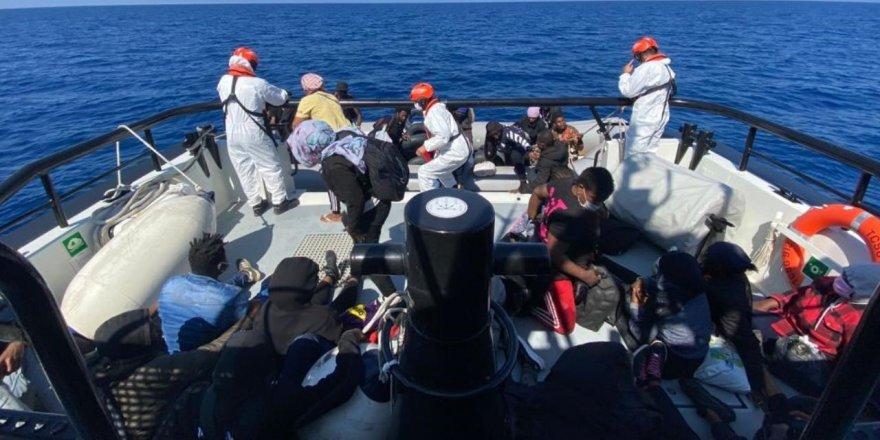 İzmir'de 166 düzensiz göçmen karaya çıkarıldı