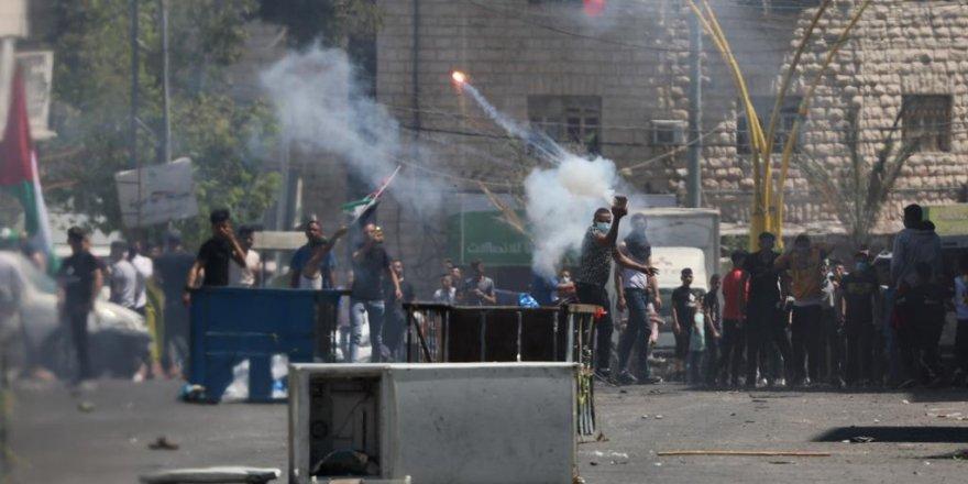 İşgalci İsrail Batı Şeria'daki gösterilerde beş Filistinliyi yaraladı