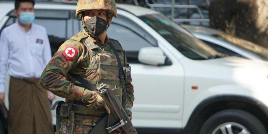AB Myanmar'da darbe yapan orduyu uyardı!
