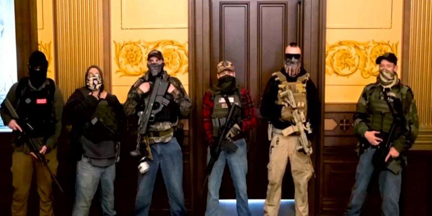 ABD'de sokağa çıkma yasağını protesto eden silahlı gruplar eyalet meclisini bastı