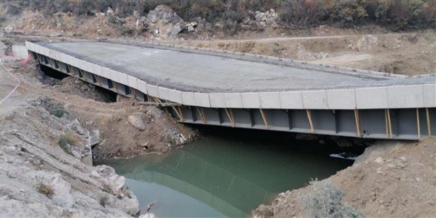 Açılışı yapılmadan çöken 3.4 milyonluk köprü