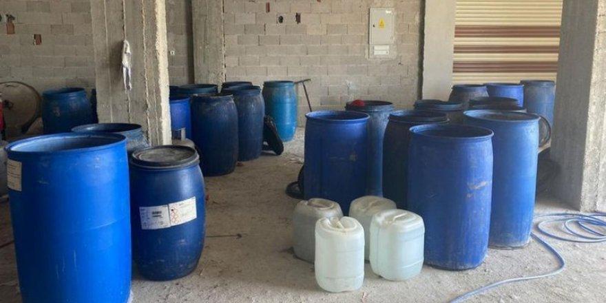 Adana'da binlerce litre sahte içki ele geçirildi