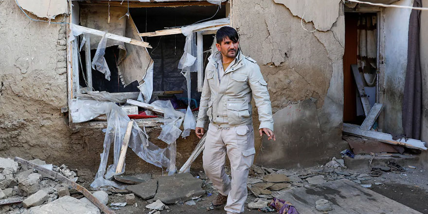 Afganistan'da güvenlik güçleri bombalı saldırılarda hedef alındı