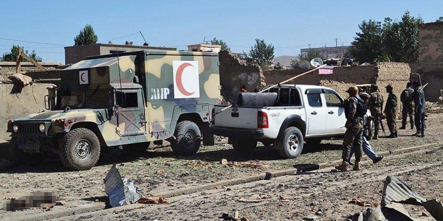 Afganistan'da yola tuzaklanan bomba patlatıldı