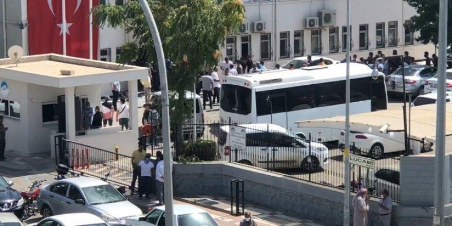 AKP'li eski başkanın yeğenleri, belediyeyi basıp yeni başkanı darp etti!