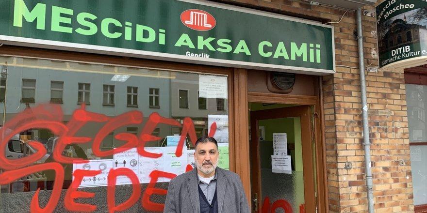 Almanya'da yine bir camiye ırkçı saldırı