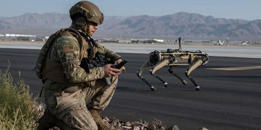 Amerikan ordusu yakın temas yaşanan cepheler için robot köpekleri test ediyor