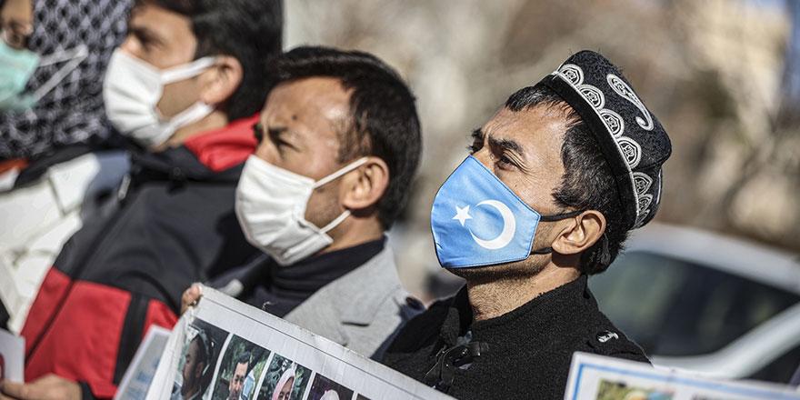 Ankara polisi, Çin Büyükelçiliği önündeki Uygurlara müdahale etti: Kaldırın atın bunları
