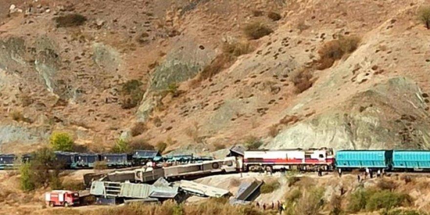 Ankara'da iki tren kafa kafaya çarpıştı: Ölü ve yaralılar var