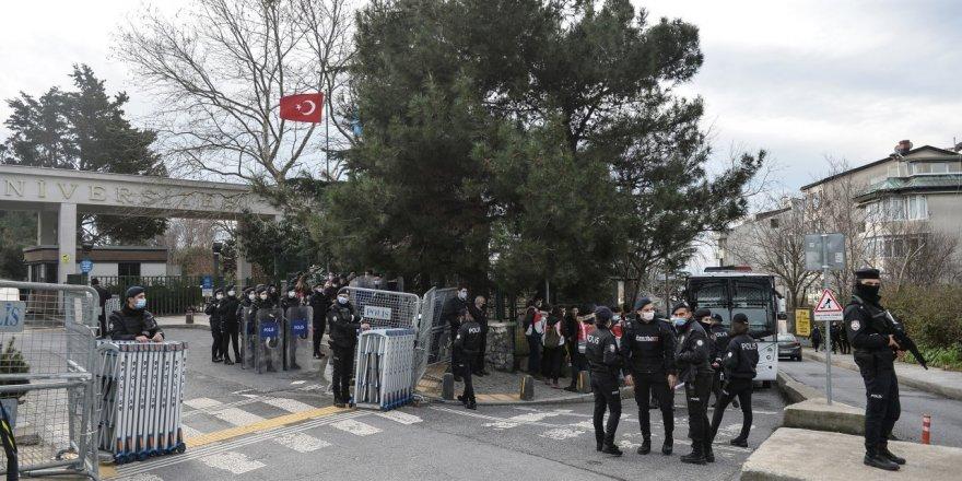 Ankara'da PTT emekçileri seslerini duyurmak istedi, polis izin vermedi!