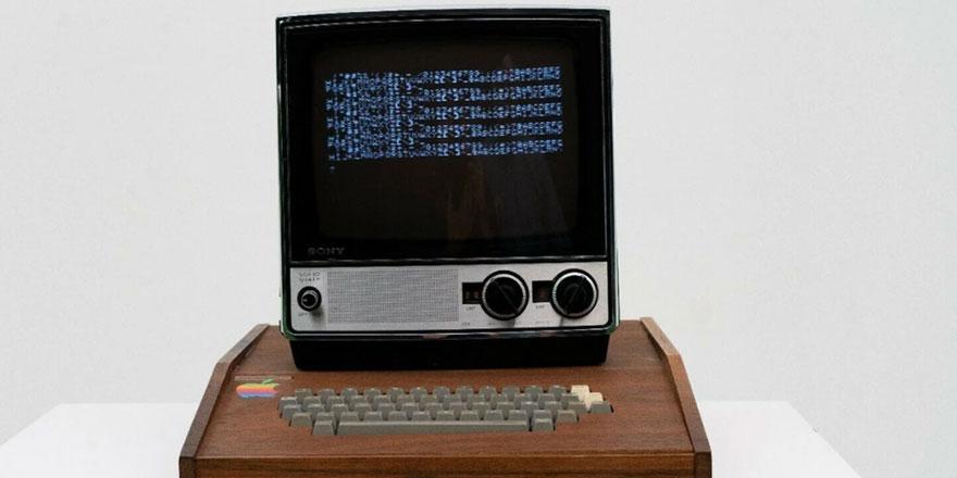 Apple'ın 45 yıl önce ürettiği ilk bilgisayarı satışa çıkarıldı