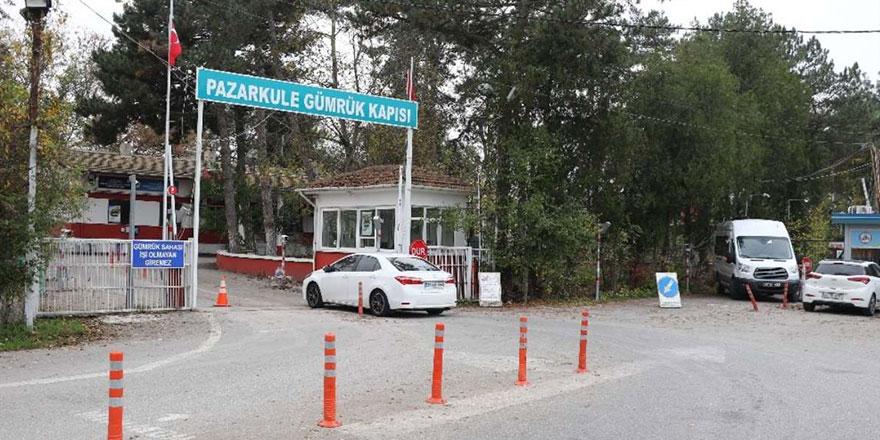 Avrupa'ya açılan sınır kapıları yolcu giriş çıkışlarına kapatıldı