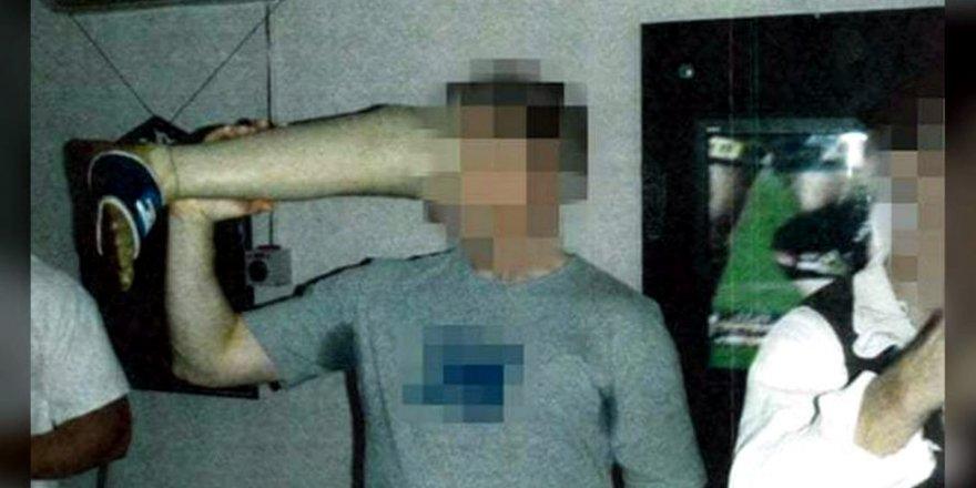 Avustralya'da Taliban'ın protez bacağıyla askerler bira içti!