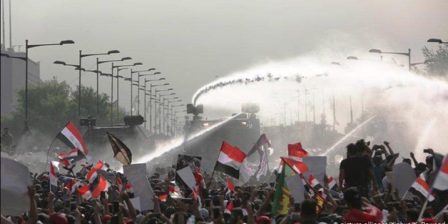Bağdat'ta hükümet karşıtı gösteriler alevlendi: Ölü ve yaralılar var