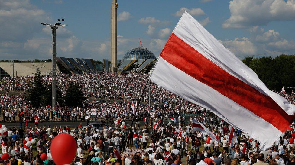 Beklenen süre doldu, Belarus'ta halk tekrar sokakta