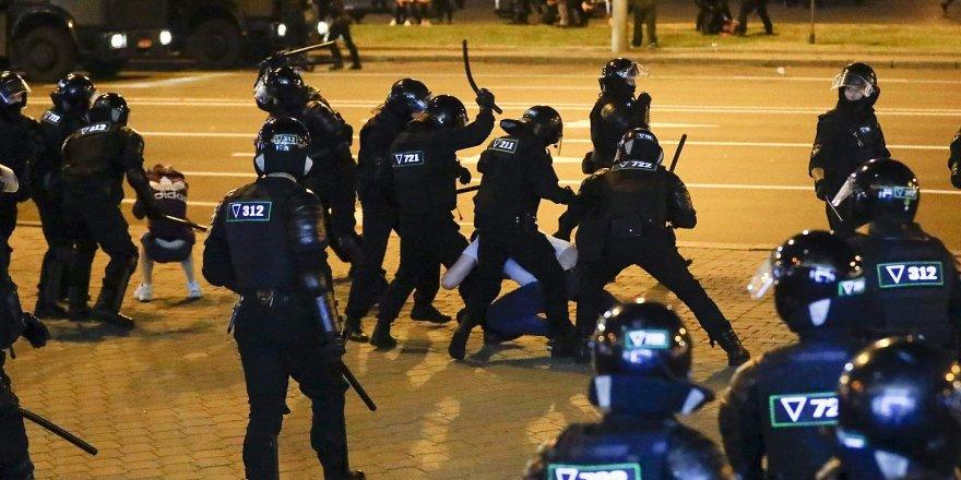 Belarus'ta 33 bin gözaltı, 900'den fazla ceza davası
