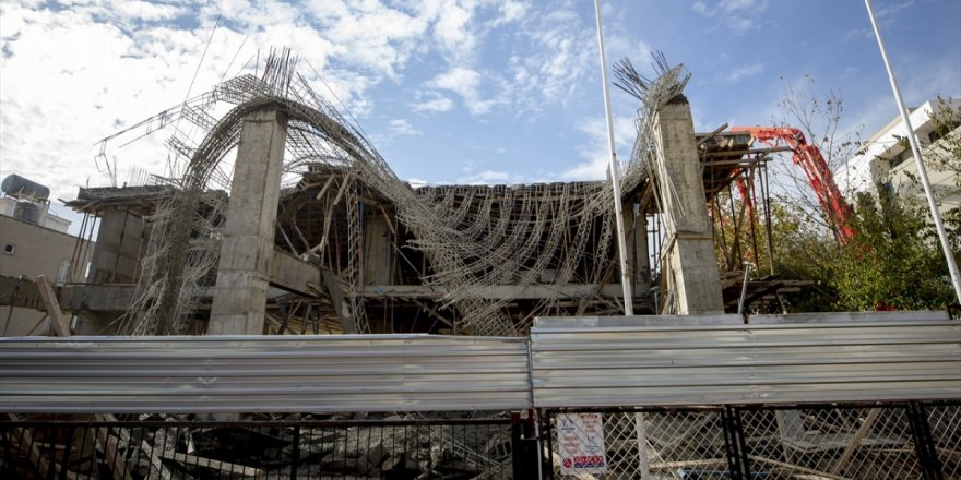 Beton kalıbı çöken inşaatta dört kişi yaralandı