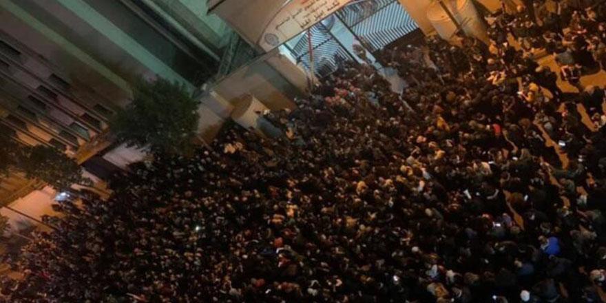 Beyrut'ta göstericiler yeniden meydanlarda: 35 yaralı