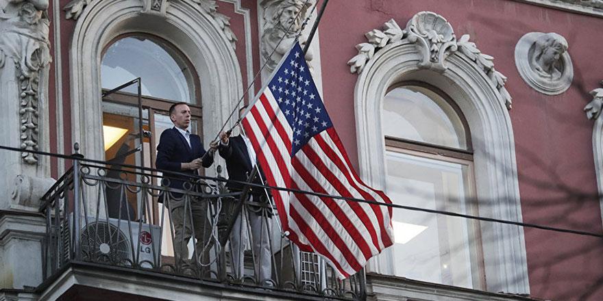 Binadaki bayrağı indirip şehri terk edecekler
