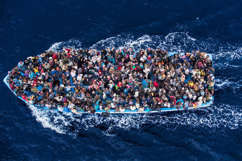Bir göçmen teknesi daha Akdeniz'in sularına gömüldü
