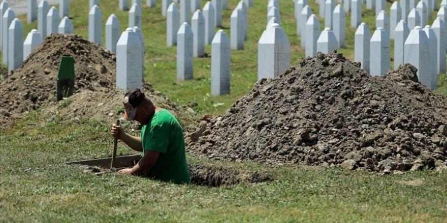 Bosna Hersek'teki Savasta katledilen 12 Kurban daha Topraga Verilecek