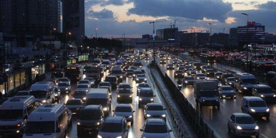 Bugün başlayacak yasak öncesi İstanbul'da trafik yoğunluğu