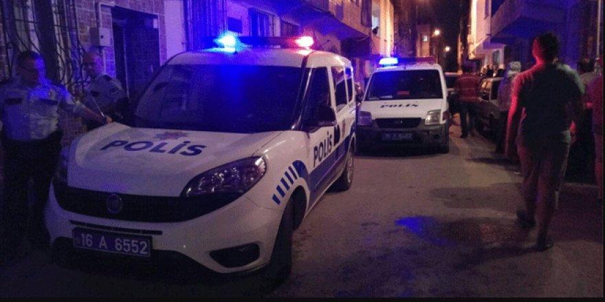 Bursa'da silahlı bir kavgada yoldan geçen bir kişi vurularak öldü
