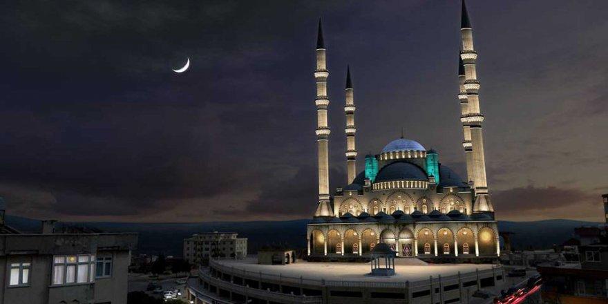 Camilerdeki korsan müzik yayınını paylaşan Banu Özdemir'in davasında karar