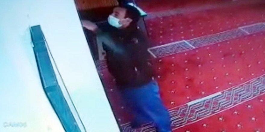 Camiye girip hırsızlık yaptı