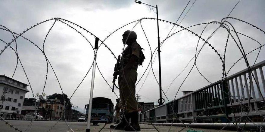 Cammu Keşmir'de sokağa çıkma yasağı