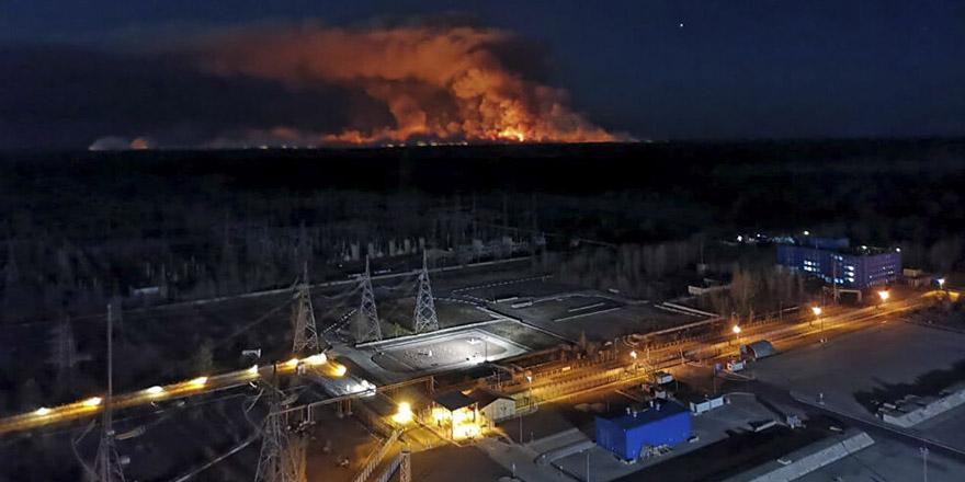 Çernobil'deki yangın nükleer santrale doğru ilerliyor