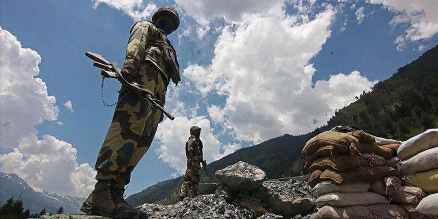 Çin ve Hint askerleri sınırdan çekilmeye başladı