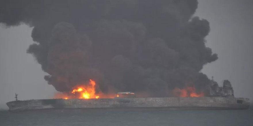 Çin'de petrol tankeriyle yük gemisi çarpıştı, kayıplar var