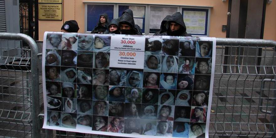 Çocuk katili Rusya İstanbul'da protesto edildi
