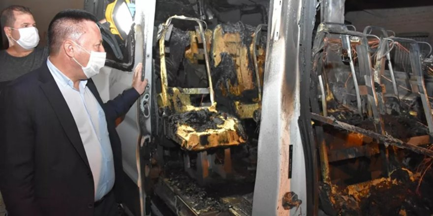 Diyarbakır'da park halindeki zabıta aracı yakıldı