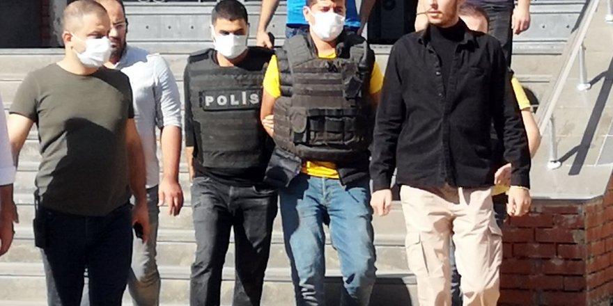 Diyarbakır'da sokak ortasında ablasını öldürdü