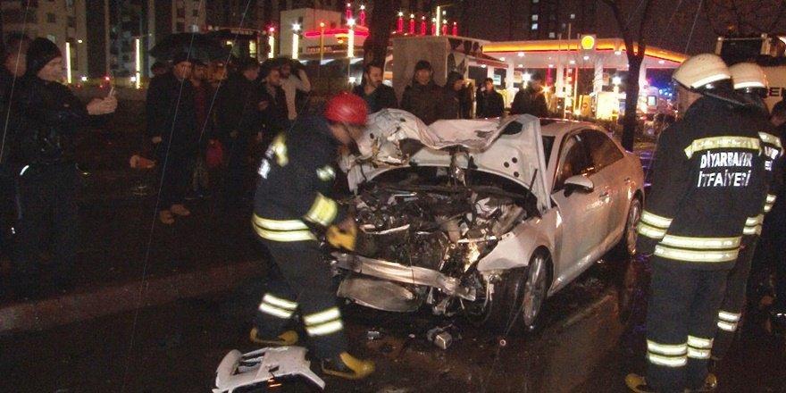 Diyarbakır'da üzücü kaza: 5 ölü 4 yaralı