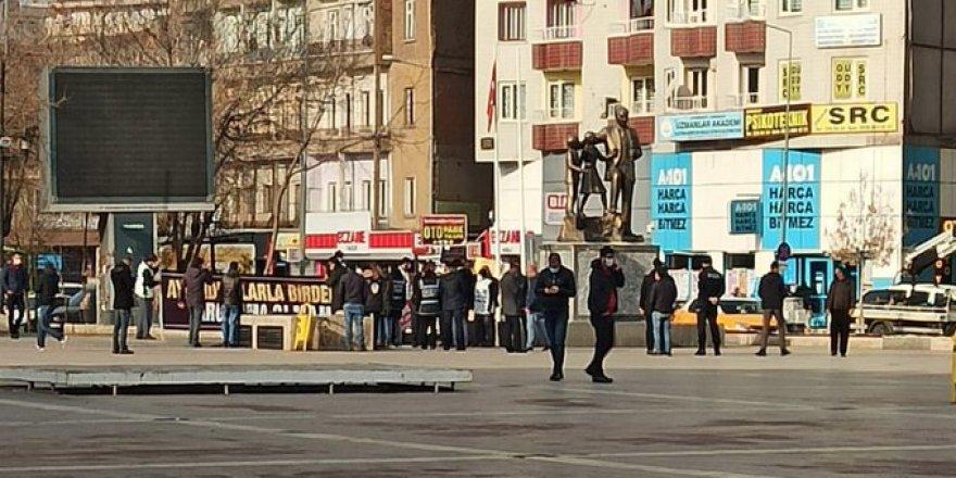Diyarbakır'daki basın açıklamasına müdahale