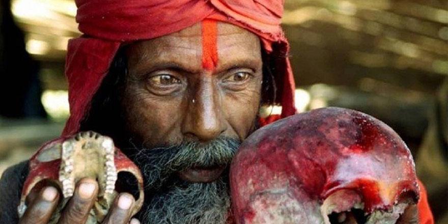 El öperek koronavirüsü iyileştirdiğini iddia eden hindu virüsten öldü