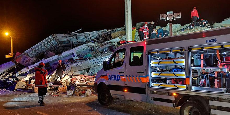 Elazığ 6.8'lik şiddetli depremle sarsıldı
