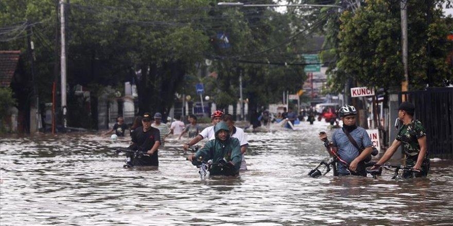 Endonezya şiddetli yağışlara teslim
