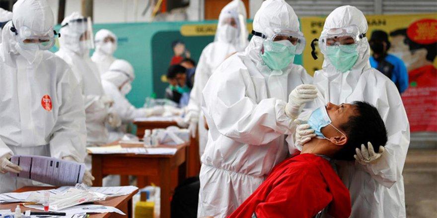 Endonezya'da devlete bağlı ilaç şirketinin Covid-19 testlerini yıkayıp yeniden sattığı ortaya çıktı