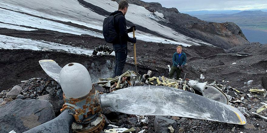 Eriyen buzulların altında 76 yıl önce düşen ABD uçağının enkazı çıktı