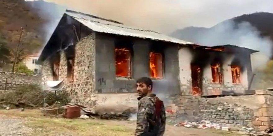 Ermenistan güçleri evleri yakarak bölgeyi boşaltıyor