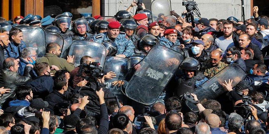 Ermenistan'da Paşinyan'ın istifası için düğmeye basıldı