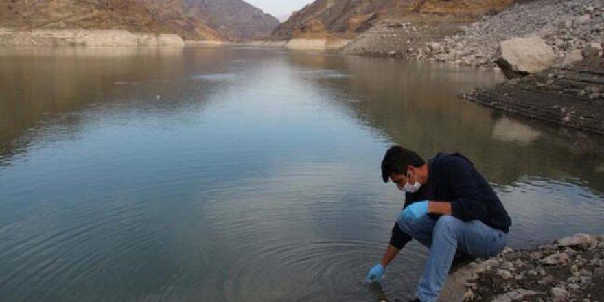 Erzurum'da baraj gölünün yüzeyini görenler şaşkına döndü!